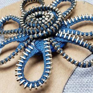 Jewelry - Zipper brooch